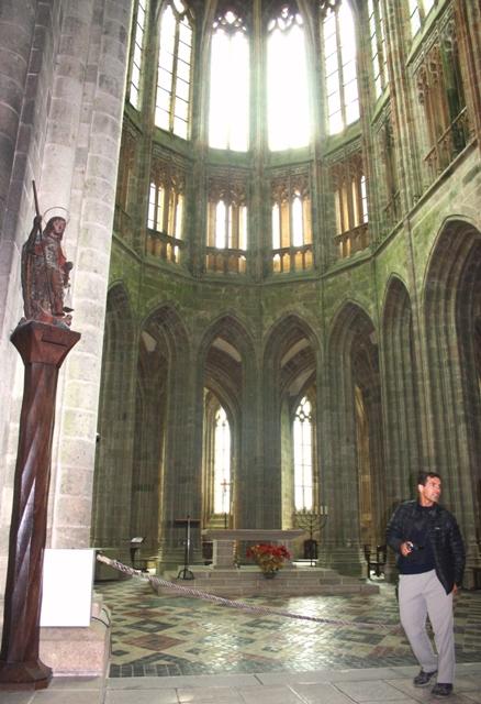готический хор аббатской церкви мон-сен-мишеля