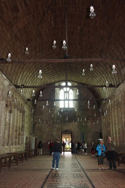 Трапезная (рефекторий) аббатства Мон-Сен-Мишель