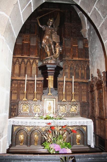 Алтарь святого архангела Михаила в церкви святого Петра в Мон-Сен-Мишеле.