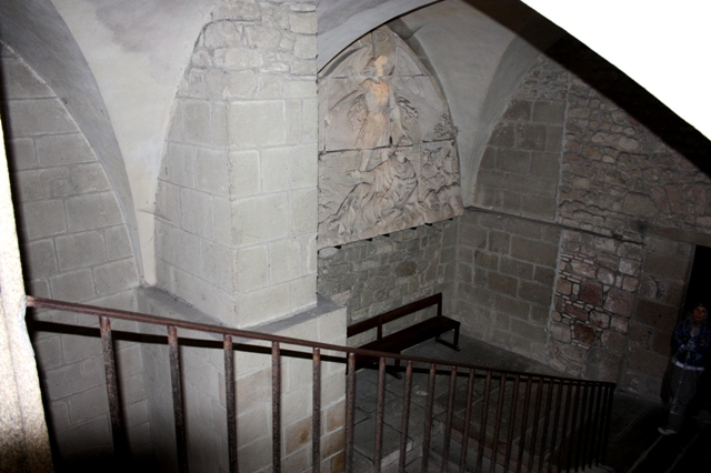 Лестница из трапезной в гостевой зал.
