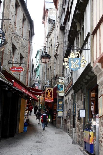 Главная улица Мон-Сен-Мишеля