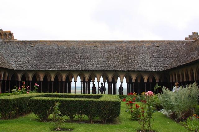 Внутренний монастырский двор-клуатр.