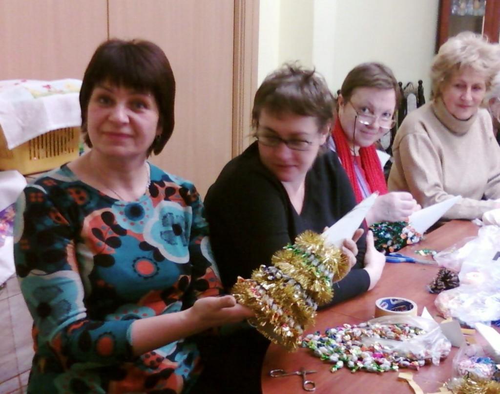 Прихожанки храма готовят новогодние подарки