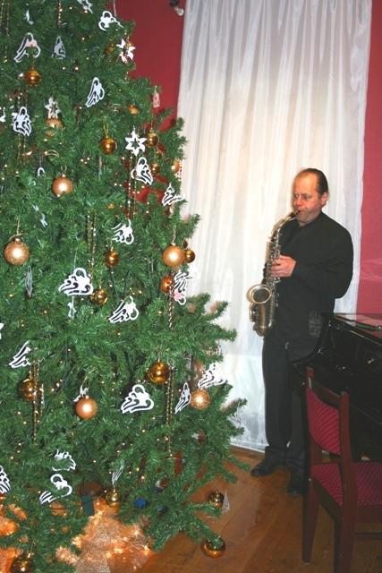 Новогодняя елка с ангелами в архангельском музее.
