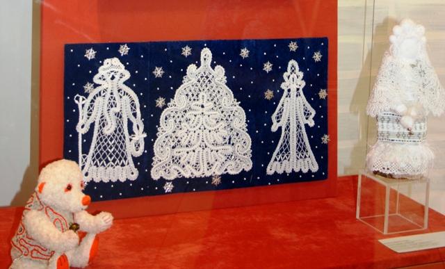 Сказка о кружеве, Дед Мороз, новогодняя елочка и Снегурочка