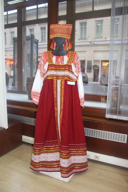 Т. А. Перминова. Женский костюм «Сударыня-боярыня». Шакунья. Ручное браное ткачество.