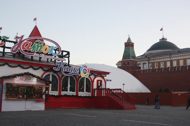 Москва, Красная площадь, палатка с хохломскими изделиями, 25 февраля 2013 года.