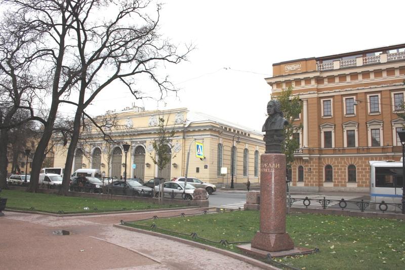 Санкт-Петербург, Манежная пл., памятник Растрелли.