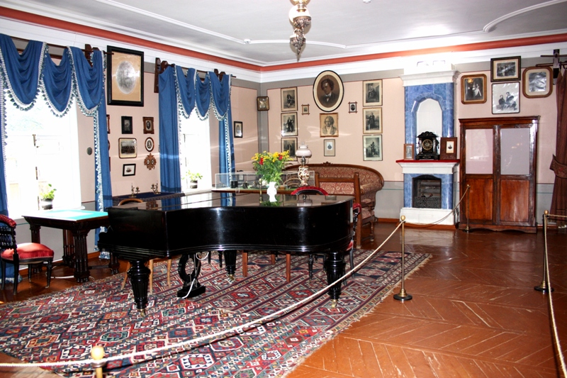 Клин. Музей П. И. Чайковского. Гостиная.