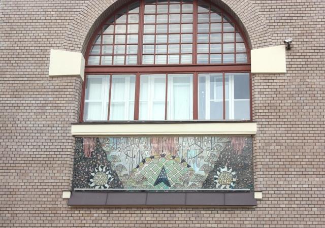 Окно бокового фасада Ярославского вокзала.
