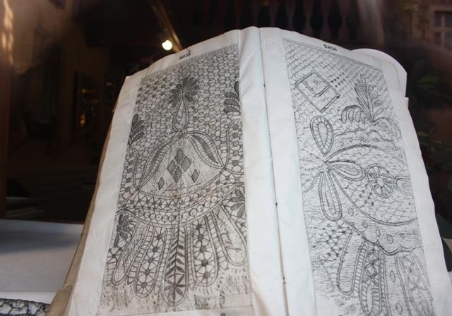 Коклюшечное кружево Ле-Пюи-ан-Веле, технические рисунки (сколки).