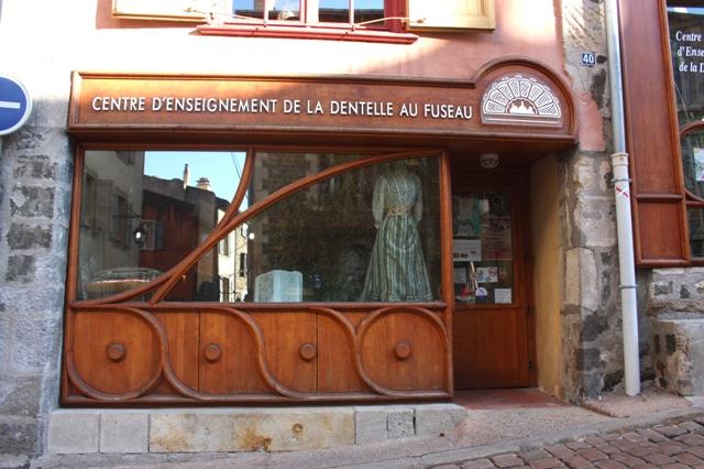 38/40, улица Рафаэля, Ле-Пюи-ан-Веле, Франция.  Центр обучения коклюшечному кружевоплетению (Centre d'Enseignement de la dentelle au fuseau).