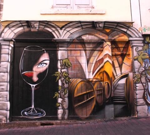 Франция, Ле-Пюи-ан-Веле. Графитти DEGE.