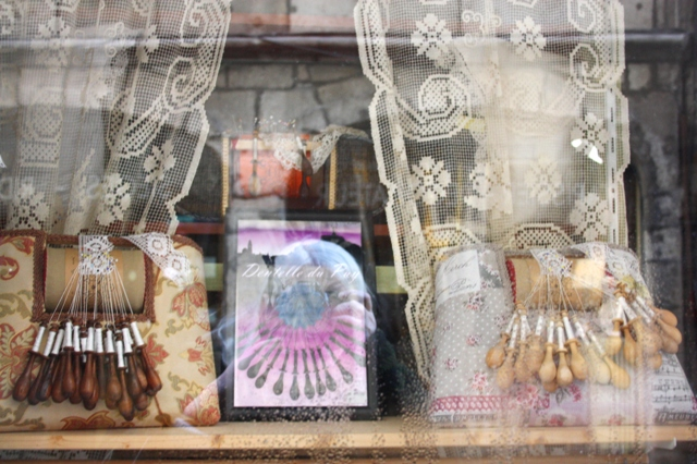 Франция. Ле-Пюи-ан-Веле. Сувенирный магазин кружева.