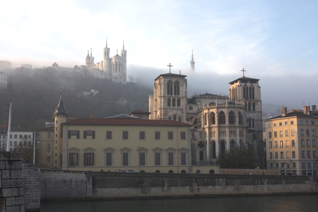 Лион. Вид на собор Сен-Жан и базилику Нотр-Дам-де-Фурвьер.