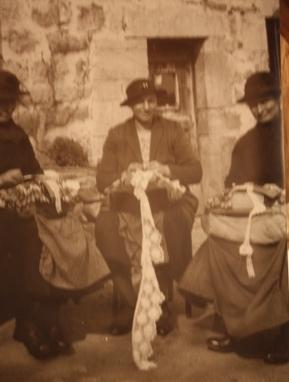Сюзанно Пино с кружевницами из Еспали (Espaly) в Пюи.