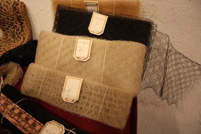 Плетеное шерстяное кружево Ле-Пюи.