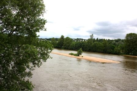 Тур (Tours). Река Луара. Вид с городского моста.
