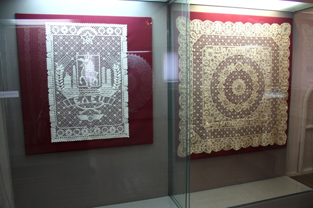 Рязань. Кремль.  Выставка елецкого, плетенного на коклюшках, кружева.