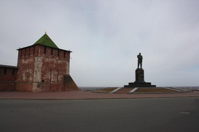 Нижний Новгород. Памятник (1940 г.) летчику В. П. Чкалову.