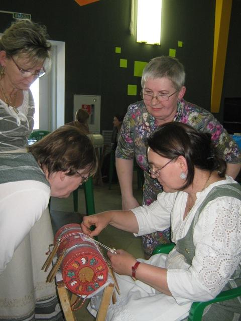 Мастер-класс  Г. В. Муравьевой по плетению полотнянки Ажур. Фотография представлена Г. В. Муравьевой.