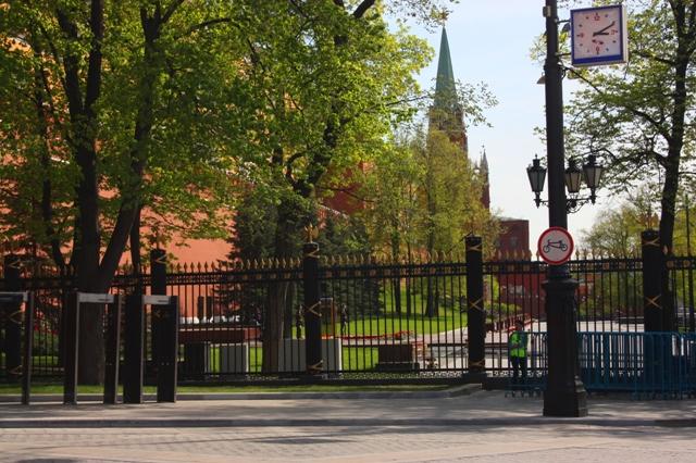 9 мая 2015 года. Москва. Александровский сад и могила неизвестного солдата у Вечного огня.