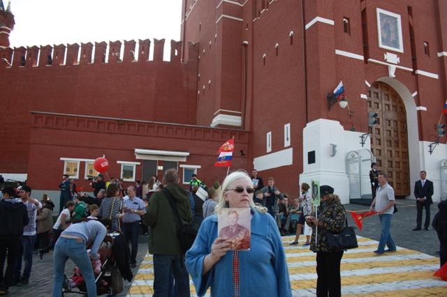 9 мая 2015 года. Москва. Бессмертный полк. С портретом отца.