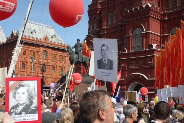 9 мая 2015 года. Москва. Бессмертный полк у памятника Г. И. Жукова.
