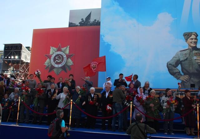 9 мая 2015 года. Москва. Ветераны Великой Отечественной войны на трибуне на Красной площади.