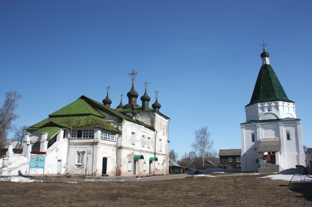 Балахна. Справа Никольская шатровая церковь (1552).