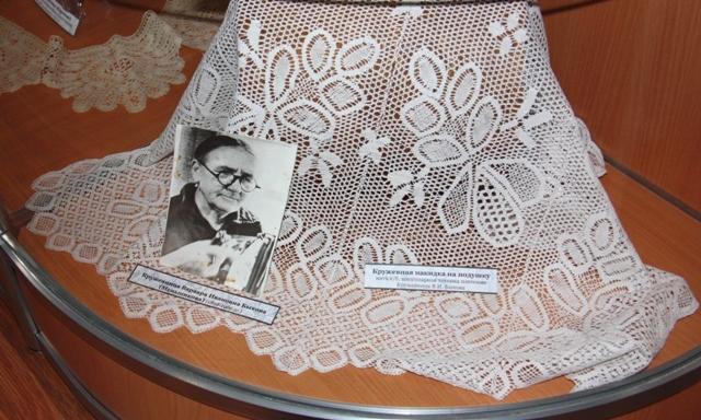 Кружевная накидка на подушку. Нить х/б. Многопарная техника плетения. Кружевница В. И. Быкова.