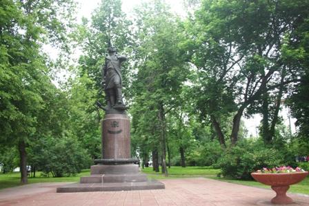 Измайловский остров. Памятник царю Петру I, 1998 г. Скульптор Л. Кербель (1917-2003 гг.), архитектор Г. Г. Лебедев.