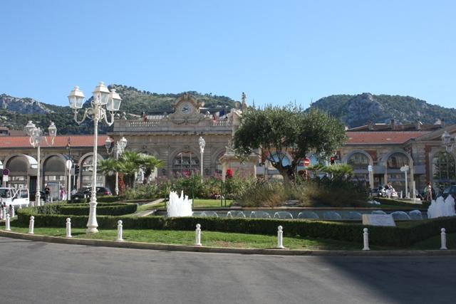 Железнодорожный вокзал в Тулоне (Toulon).