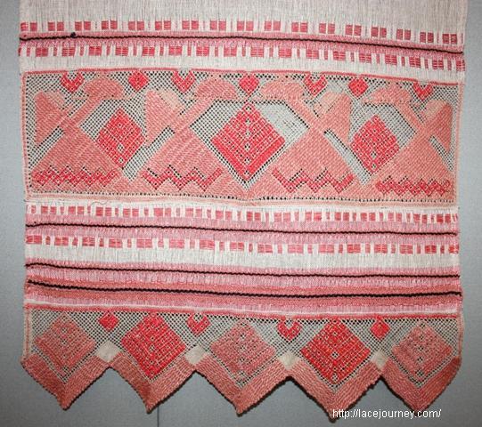 Д. А. Смирнова. Полотенце «Хлеб-соль». 1970. Фрагмент.  Рязань. Многопарная техника плетения.
