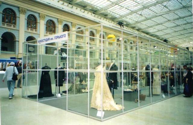 Выставка «Старинный костюм в кино» в Гостином Дворе. 2004 год.