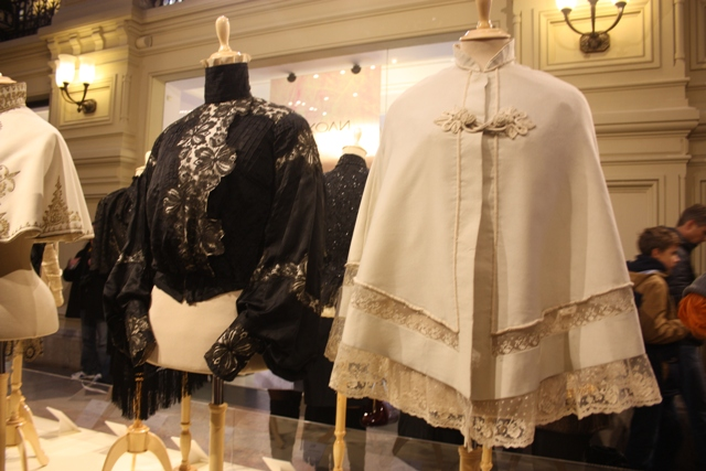 Выставка «Старинный костюм в кино» в ГУМе.