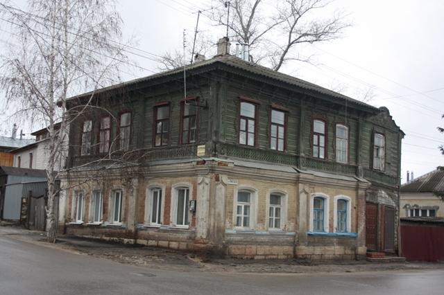 Елец.  Дом находится на углу Профсоюзной, бывшая Введенская, и Советской.