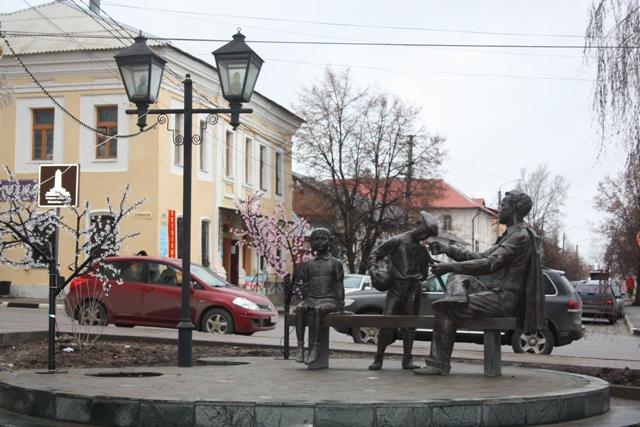 Елец. Памятник Н. Н. Жукову. Площадь Мира (бывшая Торговая). Скульптор А. Таратынов.