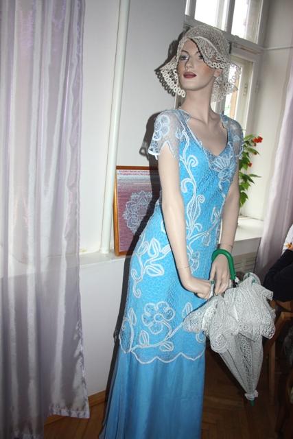 Платье. Коклюшечное плетение, шёлковые нити. Автор: Е. А. Борисова.