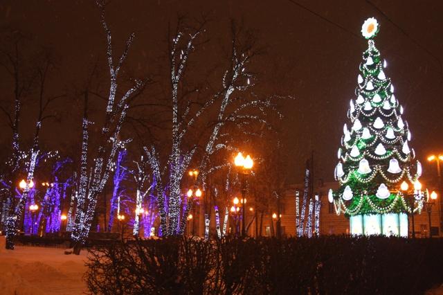 Сквер перед высотным жилым домом около метро «Краснопресненская». 14 января 2016 г.