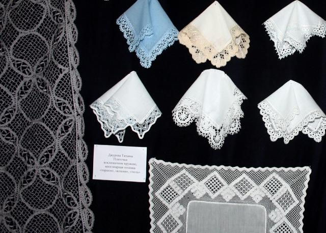 Фрагмент экспозиции кружевных изделий Т. Д. Джуровой, Москва.