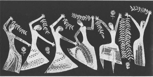 """Елена Голециова. Панно «Балет» (""""Balet""""), 1973 г.. Коклюшечное кружево, многопарная и сцепная техники плетения. Белая пряжа и металлизированная золотая нить. 54 х 115 см. Фото P. Janek."""