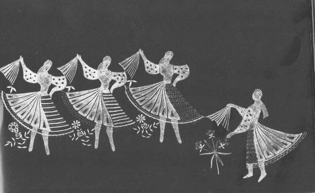 Елена Голециова. Панно «Танец» («Tancujúce Šarišanky»), 1962. Коклюшечное кружево, сцепное плетение. Белая льняная пряжа. 26 х 70 см. Фото Ŝ. Tamâŝ.