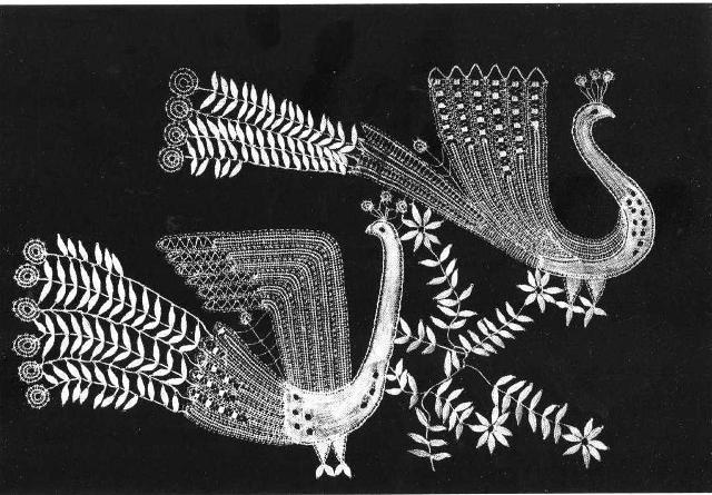 Елена Голециова. Панно «Павы», 1958. Коклюшечное плетение, многопарная техника. 20 х28 см. Фото Ŝ. Tamâŝ.