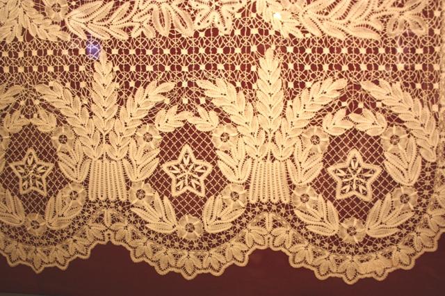 Гусева Н. Б. Занавес – панно «Высотное здание». Фрагмент. Киров, 1954.