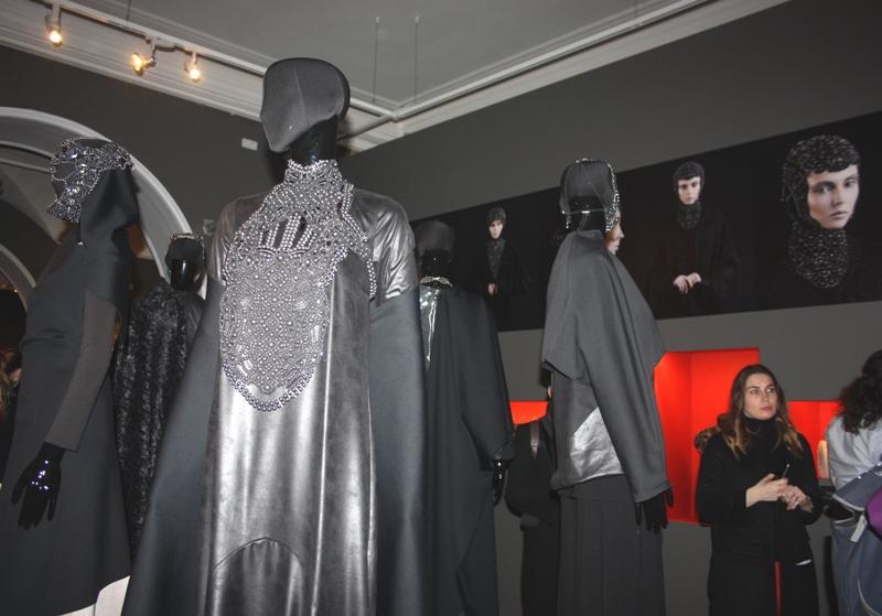 Экспозиция «DNA Dark Lace», Ольга Берг, коклюшечное плетение.