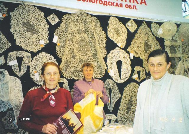 Москва. «Ладья», 2003 г. Г. Н. Мамровская (справа),   Н. В. Веселова (слева). Фотография О. Ф. Журавлевой.