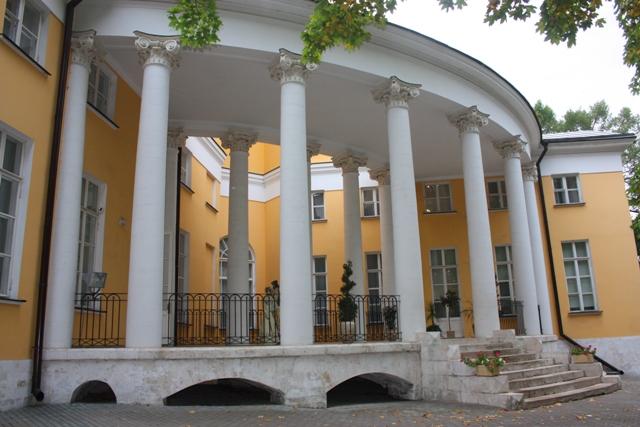 Дом-дворец  Н. А. Дурасова в усадьбе Люблино, 1801 г., колоннада.