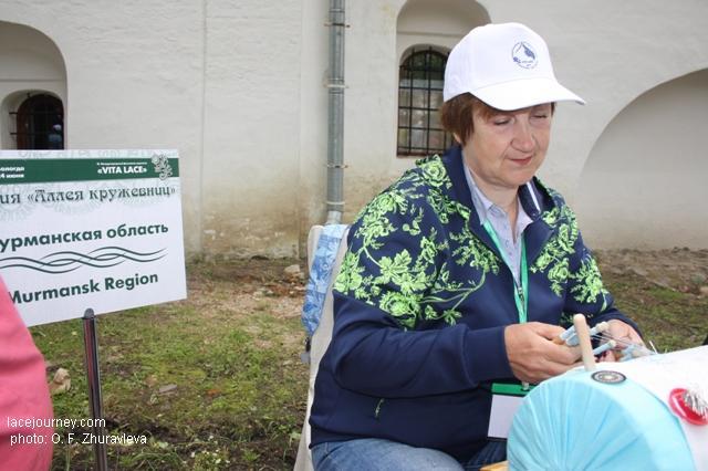 Вологда, 24 июня 2017 г. Акция «Аллея кружевниц». Кружевница из Мурманской области.