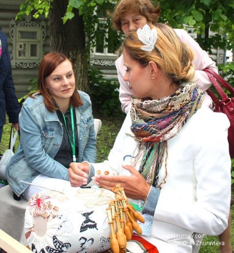 Вологда, 24 июня 2017 г. Акция «Аллея кружевниц». Кружевницы из Польши.